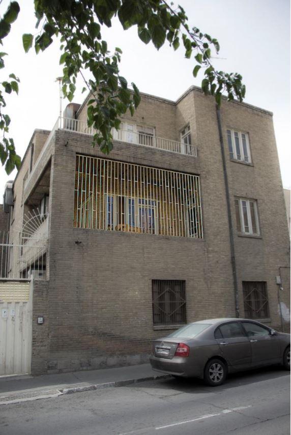 معماری و قلمروگرایی ایرانی؛ کرکرهها، نردهها و کفسازیها.